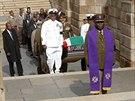 Rakev s Mandelovými ostatky při převozu z Johannesburgu halila jihoafrická...
