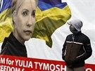 Na kyjevském náměstí Nezávislosti vyvěsili demonstranti obří plakát vězněné...