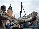 Obrovské sochy se vrátily z restaurátorské dílny do výklenků v chrámu zhruba ve...