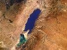 Mrtvé moře pohledem z raketoplánu Endeavour v roce 1996