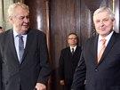 Prezident Miloš Zeman a premiér Jiří Rusnok pokřtili knihu o Kramařově vile