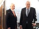Prezident Miloš Zeman a premiér Jiří Rusnok se po křtu knihy o Kramářově vile