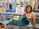 """Mořská panna s transparentem """"Nechci být nechtěný úlovek"""" a logem Greenpeace se..."""