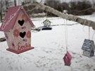 Obyvatelé Newtownu si připomínají oběti masakru na základní škole Sandy Hook (14. prosince 2013)