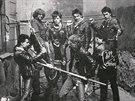 Špína, Peterka, Svoboda, Mindrák, Koděra a Melika, punkové focení pod Hradem, Praha 1982, archiv Jiřího Macha. (Z knihy Kmeny 0)