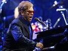 Elton John vystoupil 18.12. 2013 v pra�sk� O2 ar�n�.