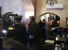 Policie obehnala Coco caf� disco bar v pra�sk� Kaprov� ulici p�skou.