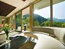 Obývací pokoj je propojený s kuchyní a jídelnou.
