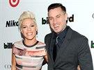 Zpěvačka Pink a její manžel Carey Hart (10. prosince 2013)