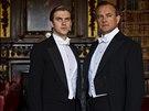 Dan Stevens a Hugh Bonneville v seriálu Panství Downton (2010)