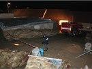 Při výbuchu v garáži rodinného domu v Žerůtkách na Znojemsku zahynuli policista