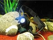 Díky skvělému těsnění můžete čelovku využít i pod vodou.