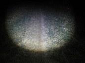 Maximální šířka světla namířeného pod nohy.