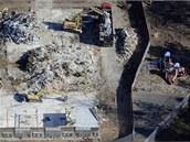 Demolice základní školy Sandy Hook v Newtownu (říjen 2013)