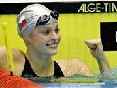 VÍT�ZKA. Simona Baumrtová práv� doplavala jako první ve znaka�ském závodu na 50...