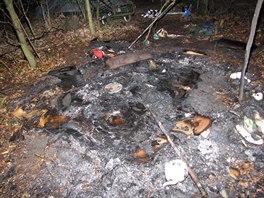 Spáleniště po požáru stanu, při kterém byl v Havířově velmi vážně popálen...