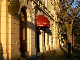 Kavárna U obuvníka. V tomto podniku údajně Andrej Babiš 11. listopadu 1982...