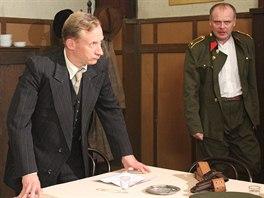 René Šmotek (vlevo) s Igorem Barešem ve snímku Sedm dní hříchu.