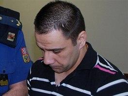Vladimír Veselý, který je obžalován ze smrti dvouletého chlapce, před jednáním...