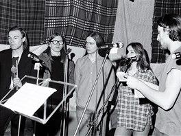 DG 307 při nahrávání programu Dar stínum, byt u Jonáků 1979