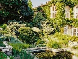 Zahradě věnoval Karel Čapek spoustu času a úsilí. Z její dnešní podoby