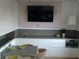 Na kuchyň (9 m2) navazuje malý obytný prostor, také s plochou pouze 9 metrů