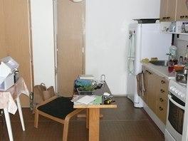 Při rekonstrukci vybourali majitelé spížní i policovou skříň v rohu kuchyně.