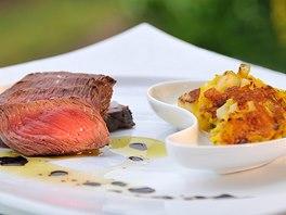 Další jihotyrolská delikatesa - skvělý hovězí steak s bramborem