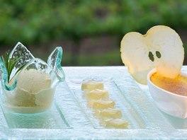 Jídlo v některých restauracích na svazích Alta Badie je téměř neskutečné. Na snímku taková malá sladká přesnídávka. Crème Brûlée se stroužkem jablka, želé a borovicová zmrzlina.