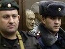 Bývalý majitel Jukosu Michail Chodorkovskij u soudu (30. prosince 2010)