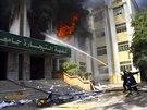 Egyptští studenti sympatizující s islamistickým hnutím Muslimské bratrstvo se v...