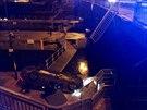 Na Hl�vkov� most� v Praze prorazilo v pond�l� ve�er auto z�bradl� a spadlo z...
