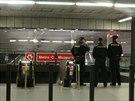 Pád třicetiletého muže do kolejiště zastavil v neděli metro C mezi stanicemi...