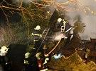 V podkroví rodinného domu v Klášterci nad Ohří, našli hasiči po uhašení požáru...