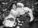 Nick Cannon jako Santa Claus se svými dětmi