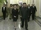 Na sn�mku po��zen�m z televizn�ho z�znamu kr��� severokorejsk� v�dce Kim...