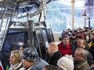 Nová lanovka na Sněžku svezla první pasažéry (20.12.2013).