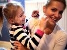 Dara Rolins a její dcera Laura v klipu Ver mi