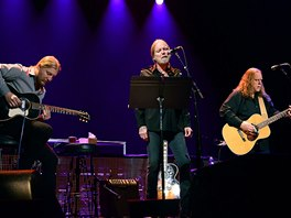 The Allman Brothers (zleva Derek Trucks, Greg Allman, Warren Haynes) v roce 2013