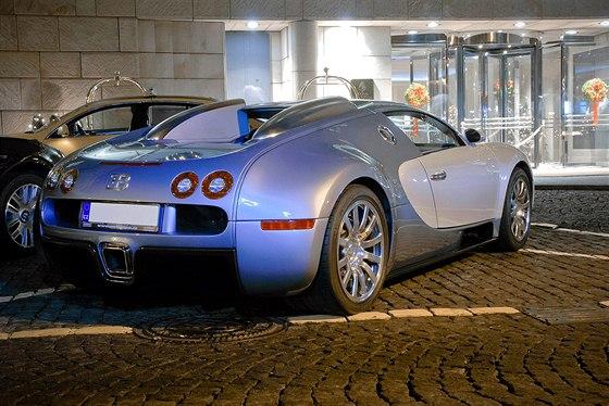 V Česku jezdí dvě Bugatti Veyron. První koupil majitel nové v roce 2007, druhé...