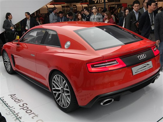 Laserov� sv�tla na konceptu Audi Sport Quattro