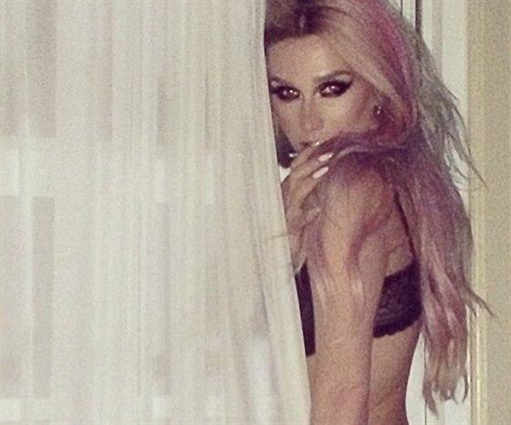 Kesha ráda vystavuje své sexy fotky na Twitteru.