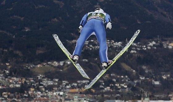 Jakub Janda skáče v Innsbrucku.