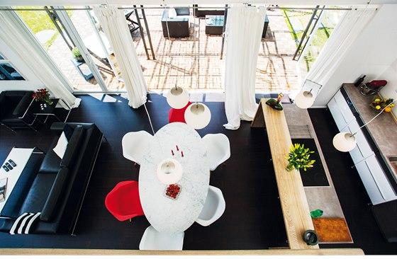 Srdce domu – kuchyně společná s jídelnou a obývacím pokojem.