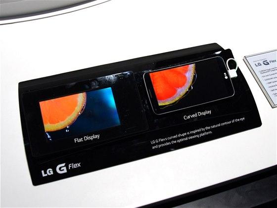 LG G Flex na veletrhu CES v Las Vegas