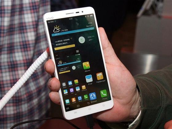 Smartphone Vivo Xplay 3S s 2K displejem na veletrhu CES v Las Vegas