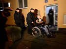 Policisté evakuují obyvatele z okolí domu palestinského diplomata v pražském...