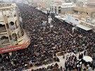 Páteční modlitba ve Fallúdži, na které ISIS vyhlásila svoji nadvládu nad městem (3. ledna 2014)