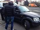 Ženu s mnoha zákazy řízení policisté opět chytili za volantem (2.1.2014)