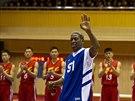 Bývalý americký basketbalista Dennis Rodman zazpíval před plánovaným zápasem...